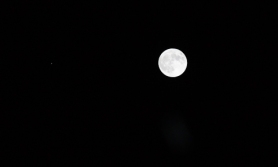 Jupiter to the left of the moon on the evening of 28th November 2012.